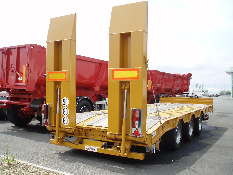 Jls materiel remorque porte engin 3 essieux neuve for Porte engin 60 tonnes